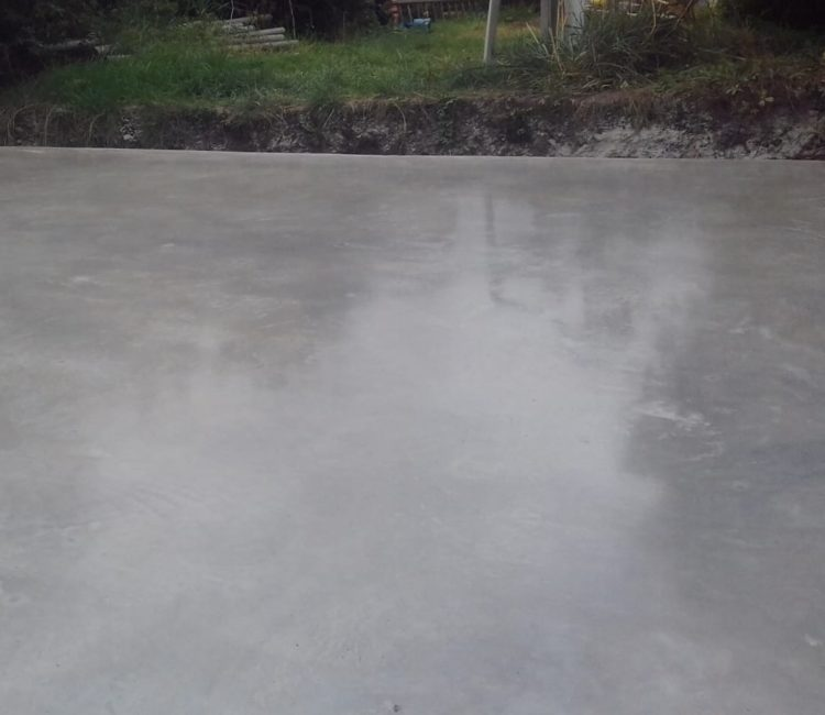 Ultima kitchen and dining room floor opening to the polished concrete patio